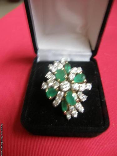 18k gold ring with diamonds and emeralds - Price: 3200.00