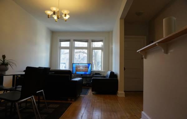 Beautiful 2 Bedroom Apartment in Lincoln Park!