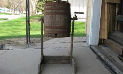 Butterchurn looks like a beer barrel with metal handle on a stand where it was supposed to be cranked. Cash only.