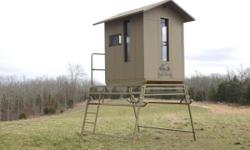 Bull Creek Blinds strive to incorporate noise reduction, safety, and comfort into our fully insulated blinds. Our one of a kind skid allows hunters the flexibility to move their blind conveniently on the ground. It is engineered to safely raise the skid