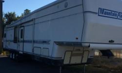 1993 newmar corp,mountain aire camper 2slides needs some workselling cheep first 3k gets it