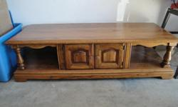 Solid Oak coffee table, Great Condition!