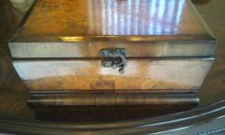 """BEAUTIFUL DECORATIVE WOOD BOX WITH CLOSING CLASP & HINGED LID, AMPLE INTERIOR SPACE TO PUT JEWELRY, TRINKETS, PAPERS, PENS & MORE! EXCELLENT CONDITION! PERFECT FOR ANY AREA IN YOUR HOME OR OFFICE! GREAT ACCENT PIECE! MEASURES: 12"""" W X 8"""" L X 5"""" H."""